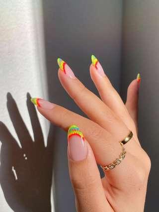 Manichiură franceză colorată - 25 de modele nail-art din care să vă inspirați. Pentru că nu este nimic mai frumos decât să reinventezi clasic...